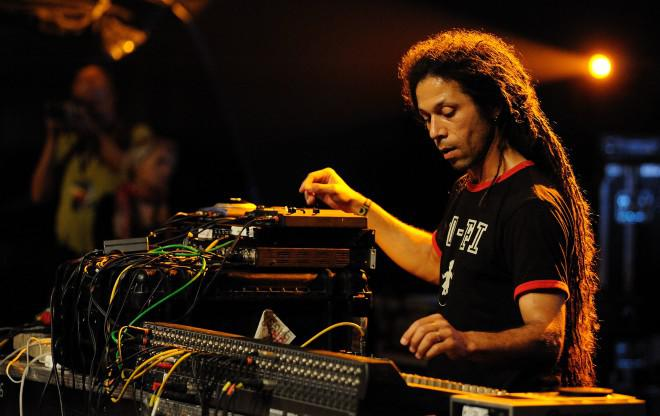 Zion Train Soundsystem feat. Fitta Warri in Athens / we support