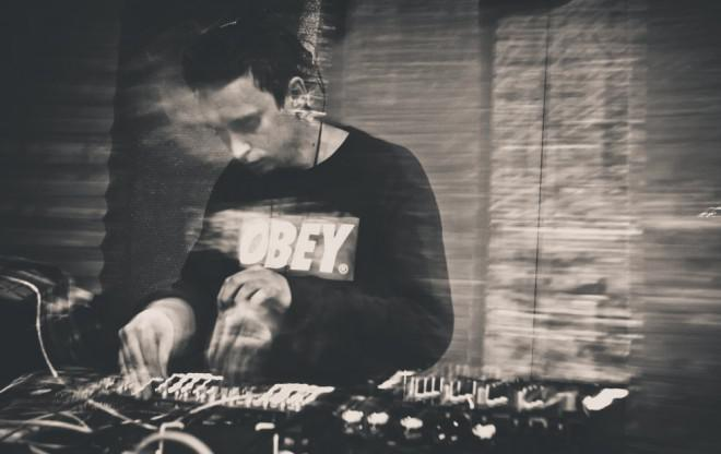 Illum Sphere – Embryonic (Lone remix) / tracks
